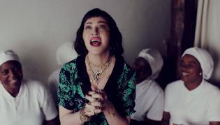 """Madonna w klipie do teledysku """"Batuka"""""""