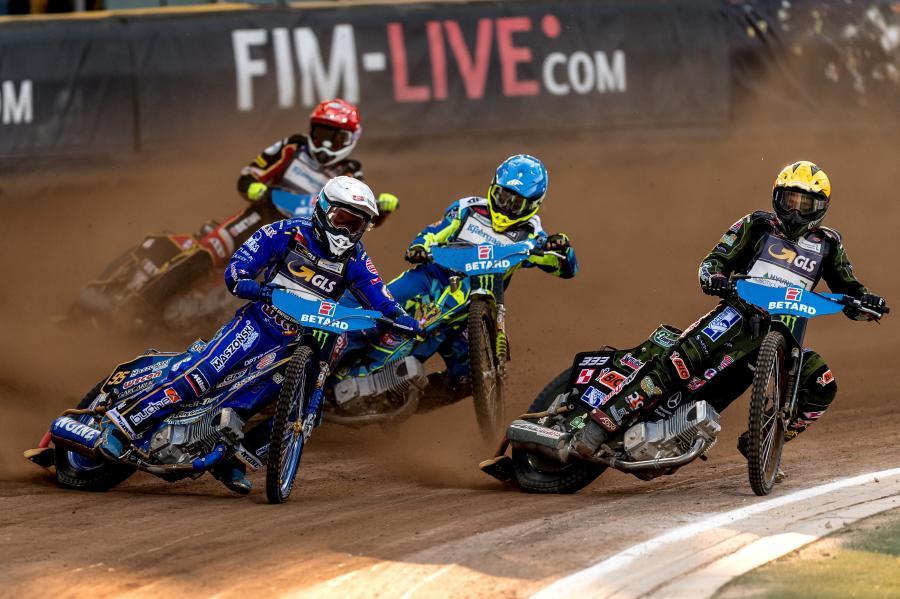 Australijczyk Max Fricke (kask czerwony), Artiom Łaguta ze Rosji (niebieski) oraz Polacy Bartosz Zmarzlik (biały) i Janusz Kołodziej (żółty)