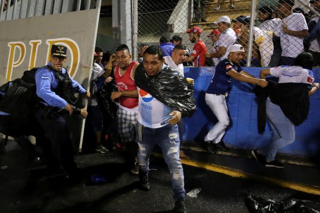 Trzy osoby zginęły w zamieszkach przed meczem piłkarskim w Hondurasie