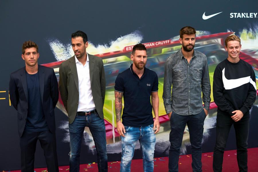 Sergi Roberto, Sergio Busquets, Lionel Messi, Gerard Pique i Frenkie De Jong