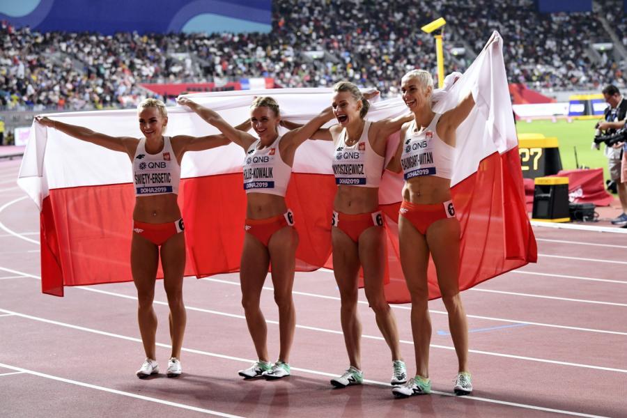 Justyna Święty-Ersetic, Małgorzata Hołub-Kowalik, Patrycja Wyciszkiewicz i Iga Baumgart-Witan
