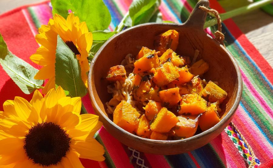 makaron quinoa z pieczoną dynią
