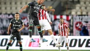 Piłkarz Cracovii Janusz Gol (P) i Daniel Łukasik (L) z Lechii Gdańsk podczas meczu Ekstraklasy
