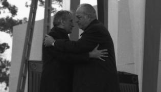 Premier Tadeusz Mazowiecki i kanclerz Republiki Federalnej Niemiec Helmut Kohl