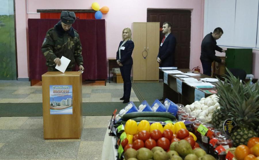 Sklep w lokalu wyborczym na Białorusi