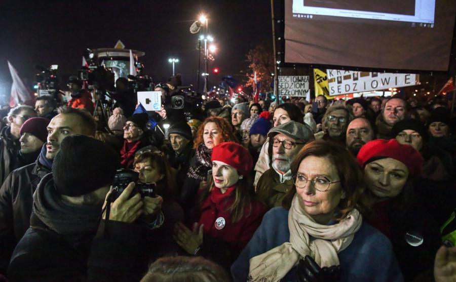 Manifestacje odbywają się w 105 miastach