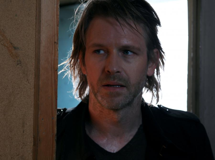 Trond Espen Seim jako samotny detektyw Varg Veum