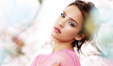 Jessica Alba w wiosennym makijażu od Revlon