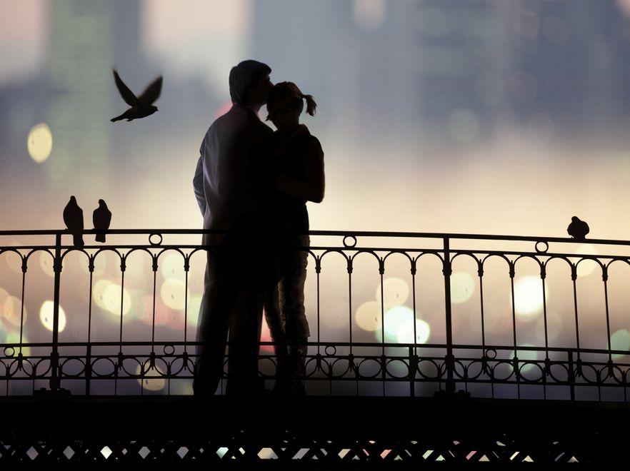 Polacy kochliwi, lecz wciąż cenią małżeństwo