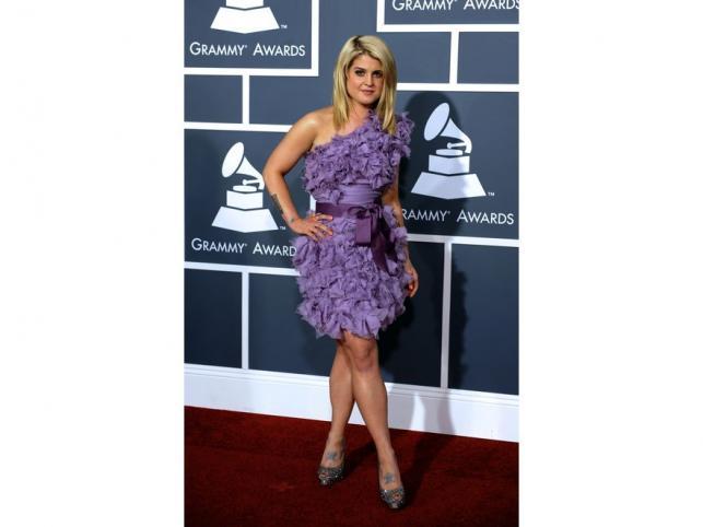 Kelly Osbourne wie, że lila będzie jednym z hitów sezonu. Na Grammy pokazała się w tym kolorze, w kreacji projektu Tadashi Shoji.