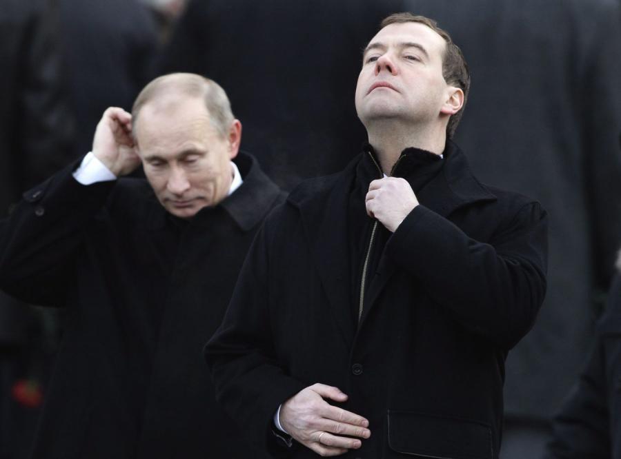 Miedwiediew wściekły, Putin zadowolony. Wojna o maskotki