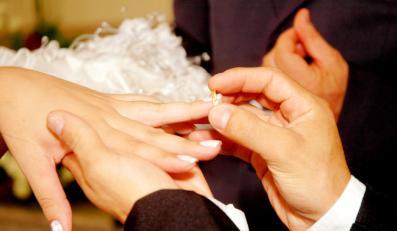 Polskim parom nie zależy na ślubie