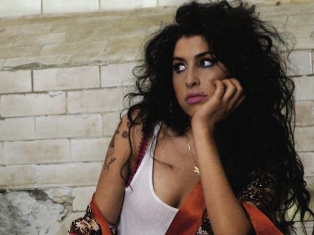 Za tragiczną śmierć Amy Winehouse media obwiniają jej byłego męża, Blake'e Fiedlera Civila