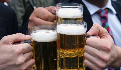 Naukowcy przestrzegają, że nadmierne spożywanie piwa podnosi ryzyko zachorowania na raka