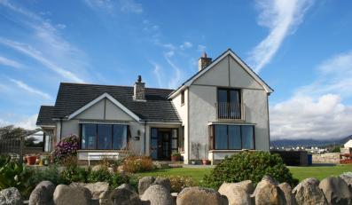 Posiadacze domów inwestują w trawniki