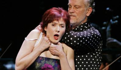 """Aleksandra Zamojska i John Malkovich w spektaklu """"The Infernal Comedy - Wyznania seryjnego mordercy"""""""