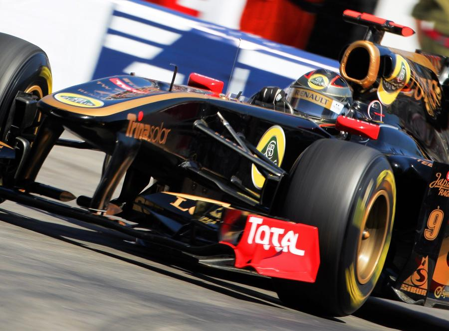 Nick Heidfeld w bolidzie Lotus Renault