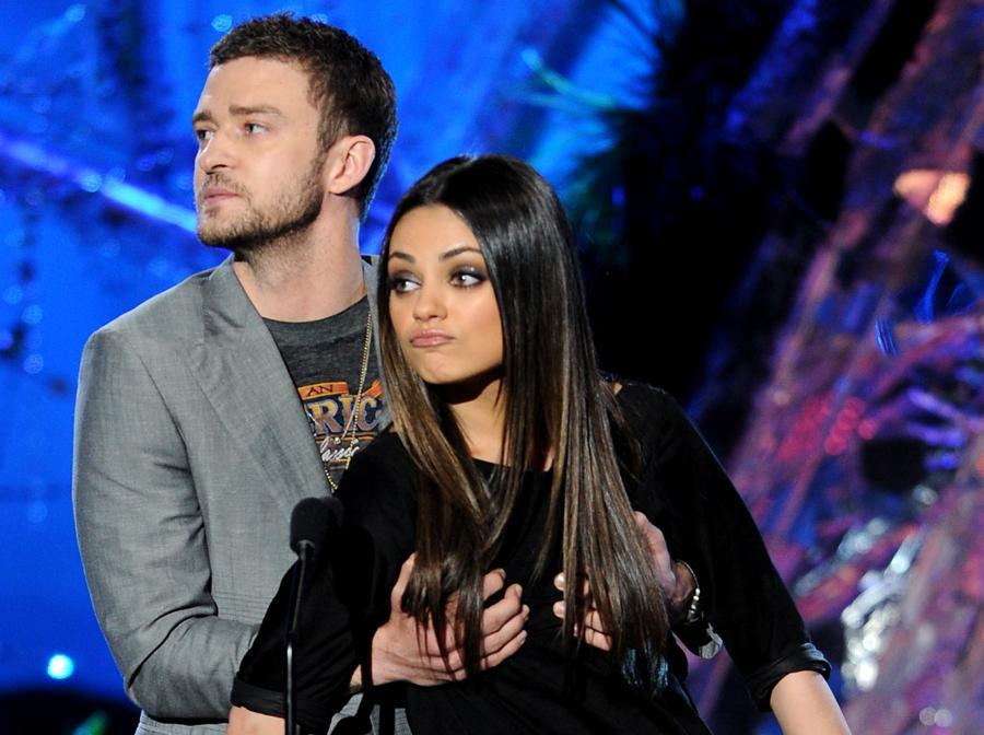 Justin Timberlake - tu na zdjęciu z Milą Kunis - ma podobno problemy z... nie wiemy, jak to napisać, ale chyba najlepiej wprost. Z gazami.