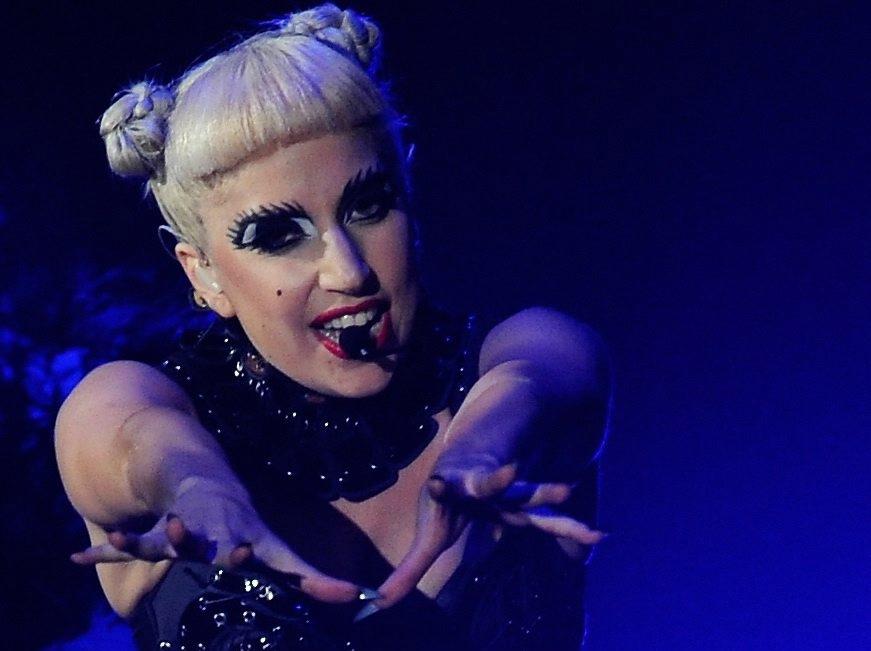 Lady GaGa wraca na brytyjski szczyt