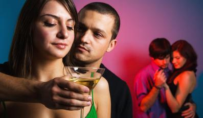 Prawdziwy przyjaciel pomoże, domniemany przyjaciel bez skrupułów odkryje sprawy, których sam na pierwszej randce nigdy byś nie poruszył