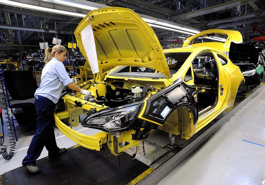 W październiku spadła produkcja samochodów