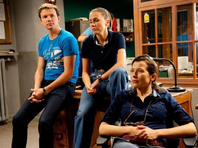 """""""Układ warszawski"""" to kolejny nietrafiony serial TVN-u. Pomimo szeroko zakrojonej akcji promocyjnej, serialowi nie udało się podbić serc telewidzów"""