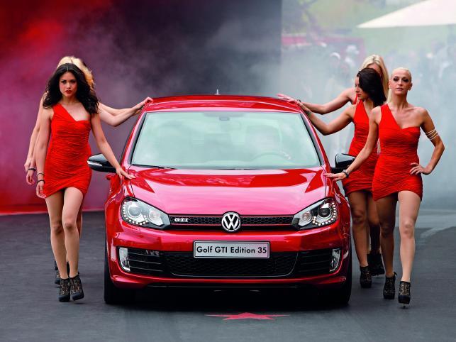 Volkswagen w Nowy Rok wjeżdża z piskiem opon! Niemiecki koncern ogłosił właśnie, że od 2 stycznia 2012 w polskich salonach będą dostępne dwa nowe modele VW - polo GTI oraz specjalna, jubileuszowa wersja golfa GTI - Edition 35