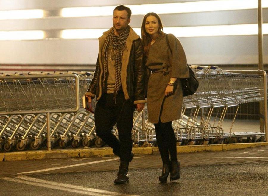 Aktorka wybrała się razem z narzeczonym do jednego z centrów handlowych