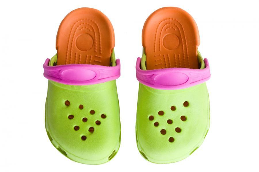 Buty marki Crocs są popularne na całym świecie.