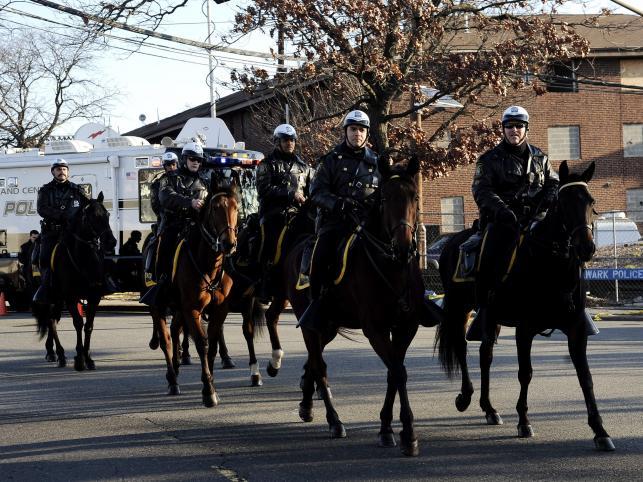 Policja konna będzie zabezpieczać uroczystość na wypadek, gdyby fani Whitney Houston przedarli się przez kordon