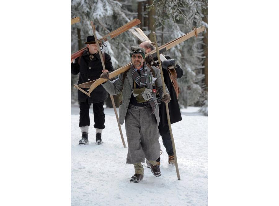 Narciarze w tradycyjnych strojach sprzed 100 lat zaprezentowali się w Sankt Englmar