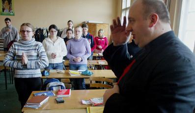 Stopnie z religii nadal będą wliczane do średniej ocen na świadectwie szkolnym.