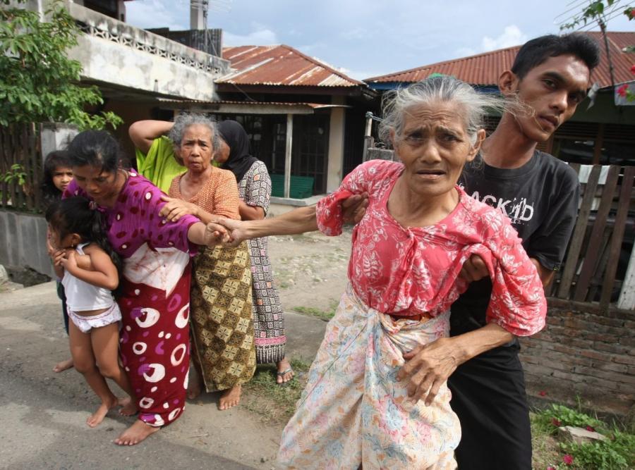Indonezja/ ludzie uciekają ze swoich domów