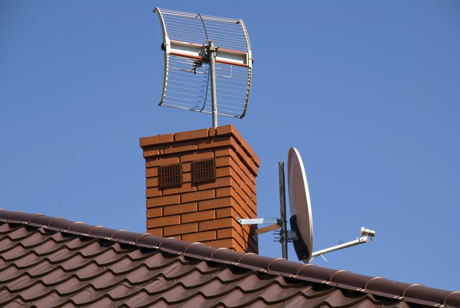 Antena satelitarna na dachu