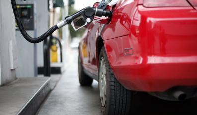 Tankowanie paliwa do samochodu