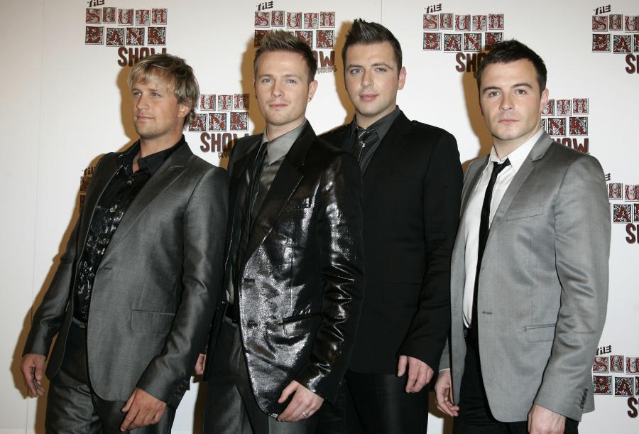 Westlife ibankrut Shane Filan (czwarty z lewej)