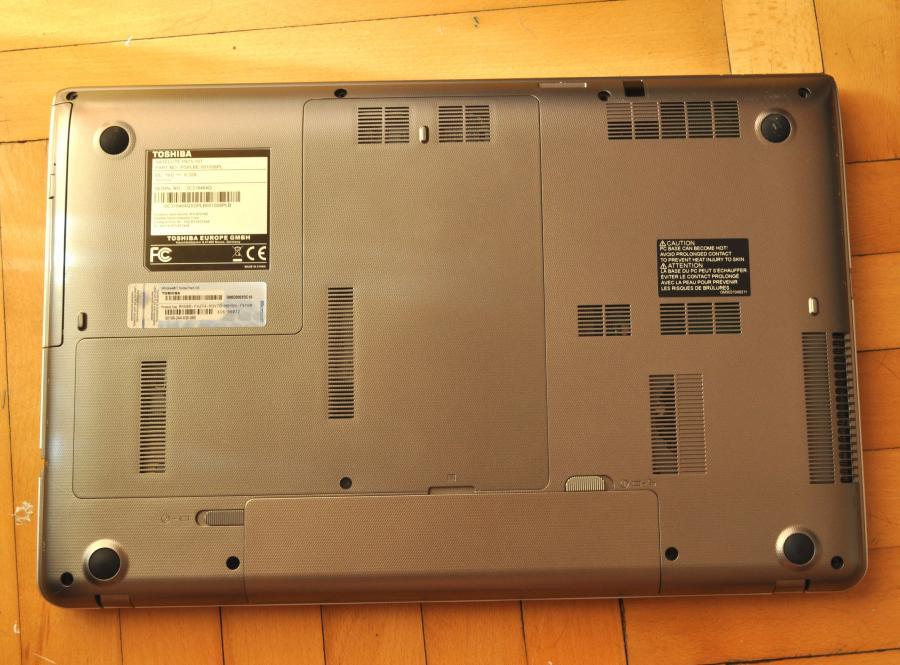 Spód laptopa