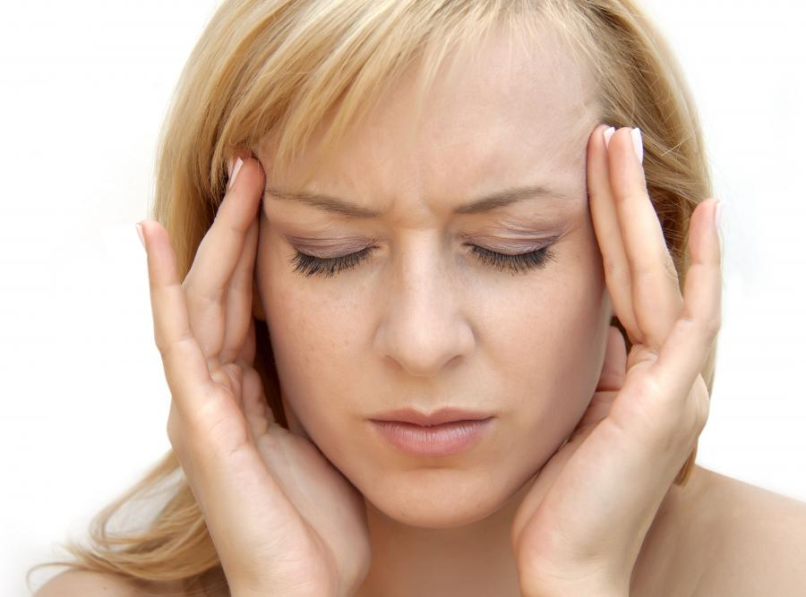 Odwodnienie może powodować silny ból głowy