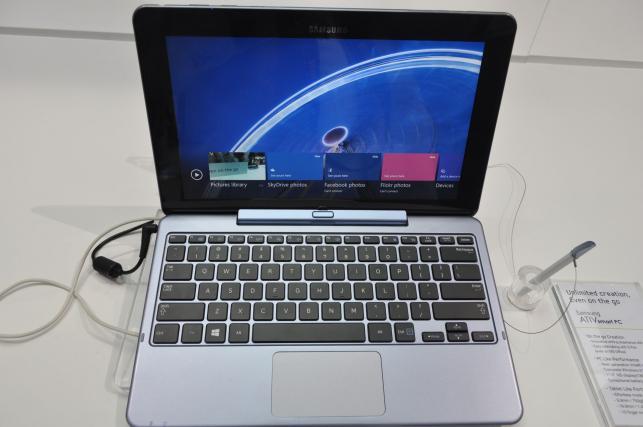 Tablet PC z podłączoną klawiaturą