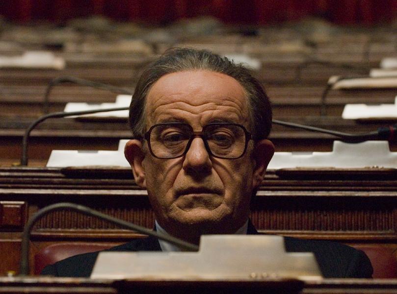 Tony Servillo jako Czarny Papież włoskiej polityki w filmie \