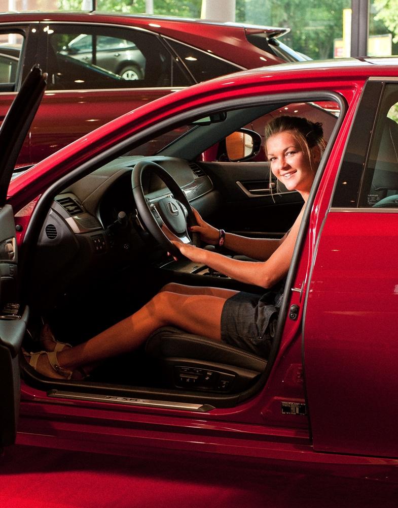 Agnieszka Radwańska za kierownicą Lexusa