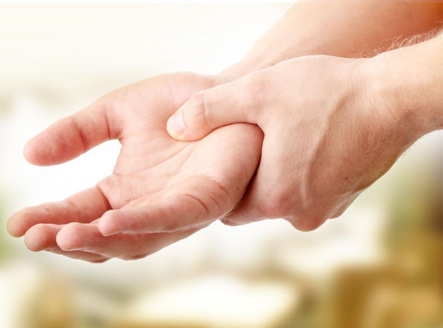 4. Bolesne skurcze mięśni - na rękach, stopach, palcach czy nogach
