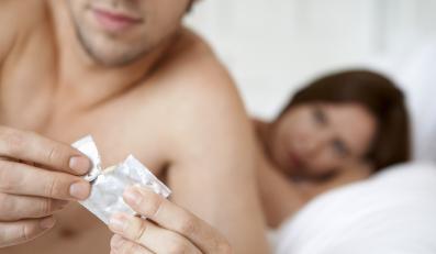 1. Prezerwatywa daje 100% pewności zabezpieczenia przed ciążą.