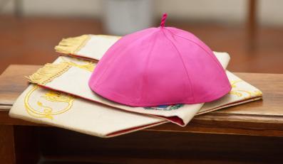 Nakrycie głowy biskupa