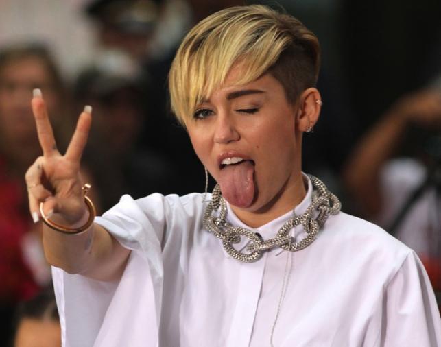 Język Miley Cyrus