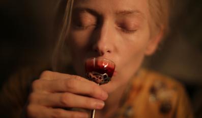 """Tilda Swinton w filmie """"Tylko kochankowie przeżyją"""""""