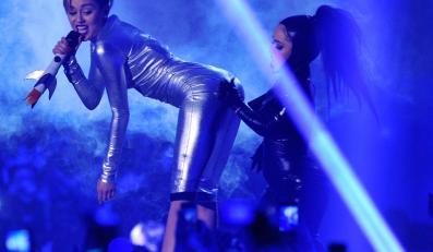 Miley Cyrus podczas występu na gali MTV EMA 2013