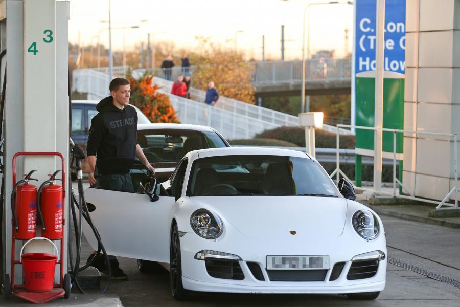 Wojciech Szczęsny i jego nowego porsche 911 carrera S