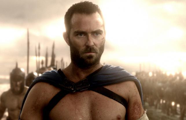 "Sullivan Stapleton w filmie ""300: Początek Imperium"""