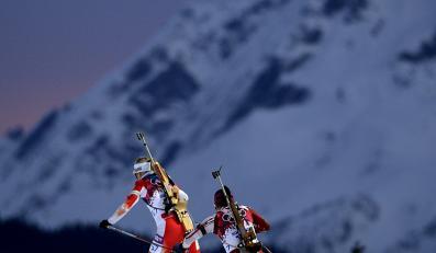 Biathlonistki Krystyna Pałka (L) z Polski i Elisa Gasparin ze Szwajcarii